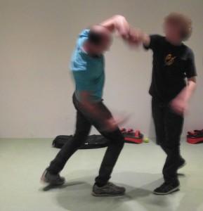 Vader en zoon van 14 jaar oud samen actief zelfverdediging trainen bij Sta Vast Training in Bussum